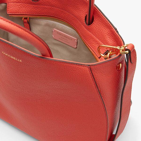 Borsa donna in pelle a mano, a spalla Concrete Medium Coccinelle Coral Red La Borsetta Como